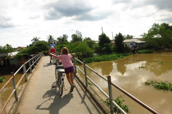 A vélo au bord de l'eau