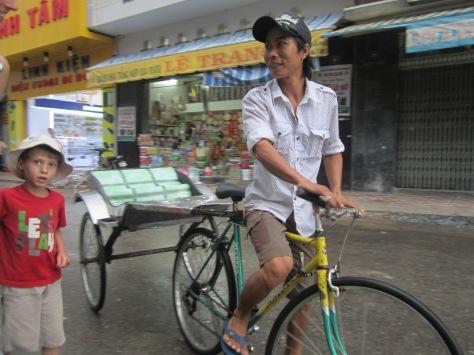 Un conducteur de cyclo