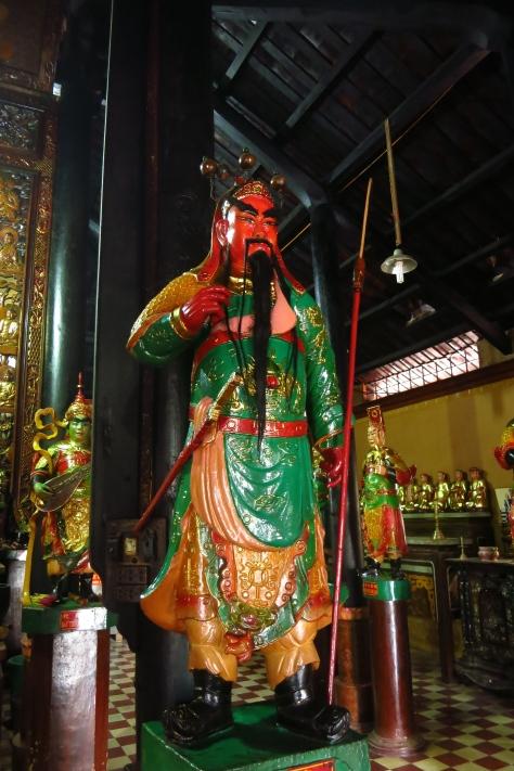 Les temples sont gardés par des personnages histories ou légendaires.