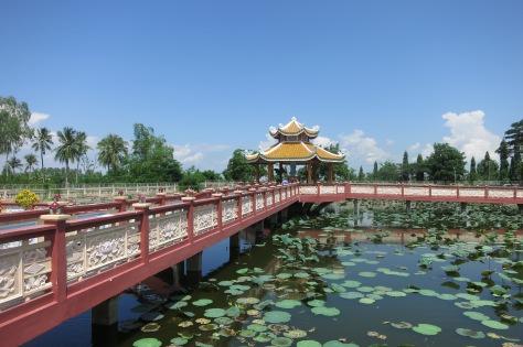Sur le chemin du retour, nous avons visité un temple.