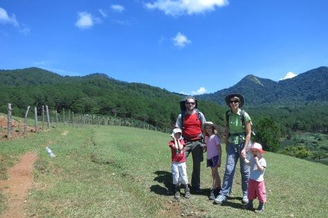 Prêts à grimper: le mont Lang Biang est juste derrière nous.