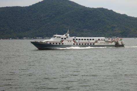 le Super Dong faisant la liaison depuis la cote vietnamienne (Rach Gia) jusque l'île de Phu Quoc