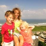 Les petits bourlingueurs au sommet de la montagne
