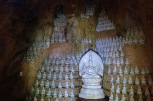 Une multitude de bouddhas en marbre