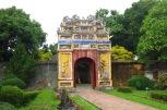 La porte et les jardins du temple