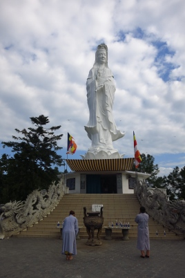 Un immense Bouddha