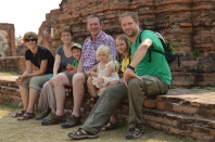 Réunion de famille dans l'ancien palais d'Ayutthaya du Wat Phra Si Saket