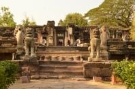 Le pont aux nagas du temple de Phimai