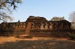 Le Wat Chang Rob est placé sur un monticule, difficile à gravir sous la chaleur