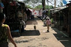 Dans le marché de Myawaddy, en Birmanie
