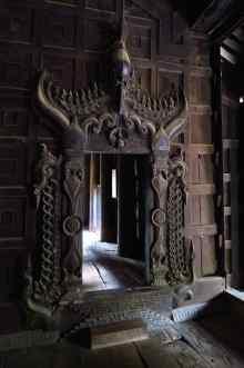 Un magnifique monastère en teck