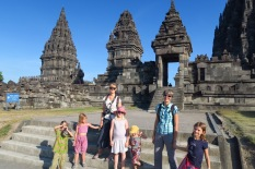 Au temple de Prambanan