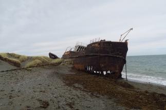 Sur les rives du détroit de Magellan, une épave