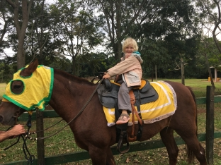 A cheval...