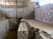 Une superposition de murs d'adobe