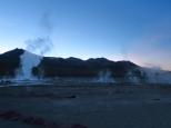 Les geysers au lever du soleil