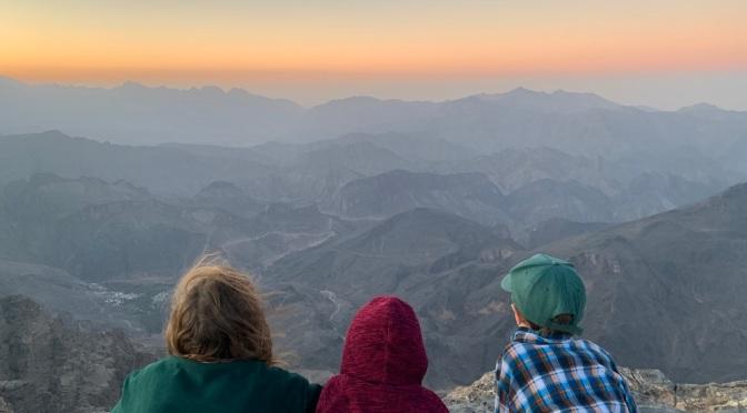 Mercredi: Les roches brunes des Gorges du Serpent et l'orangé d'un soleil couchant